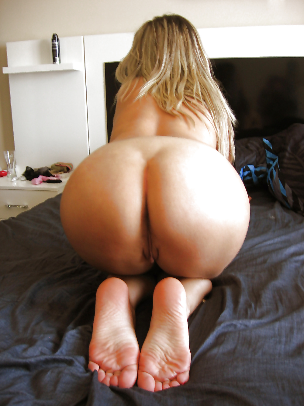 girls ass and feet